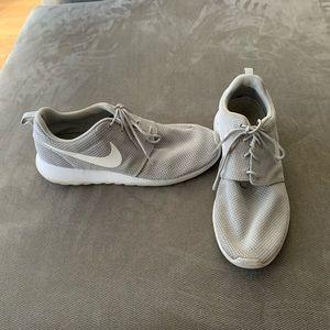 Nike Roshe gray